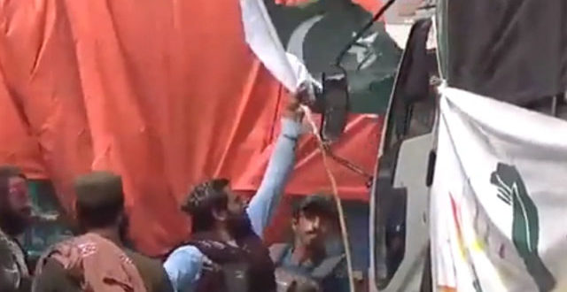 2227658-pakistaniflag-1632306301.jpg